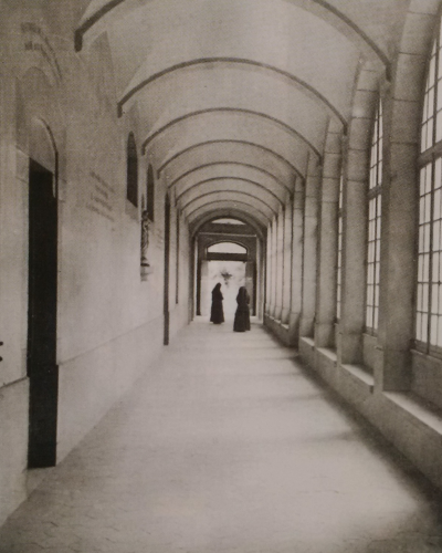 Cloître du monastère de la Visitation de Bourg