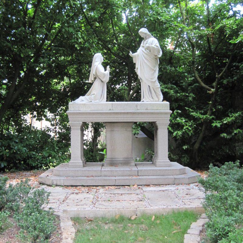 Groupe statuaire dans le parc