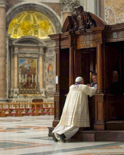 Le Saint Père en confession
